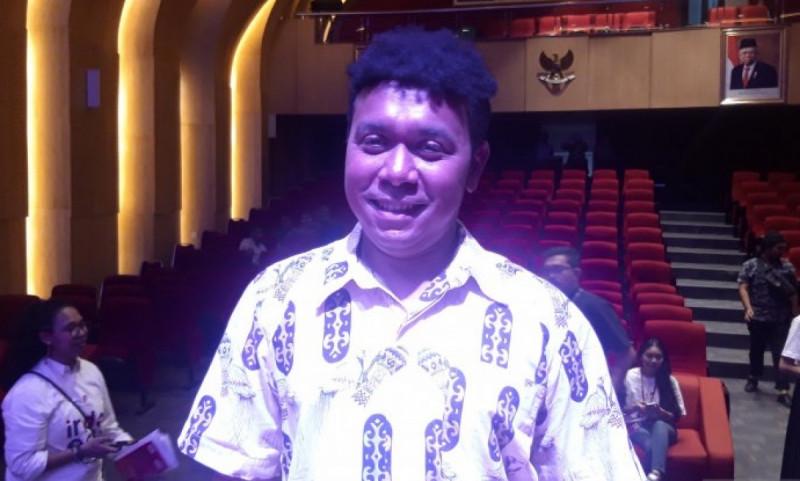 Staf Khusus (Stafsus) Presiden, Billy Mambrasar, saat diwawancarai awak media di Jakarta, Kamis (5/12/19). (Foto: Muhammad Zulfikar)
