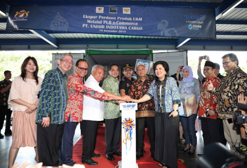 Pelepasan Ekspor Perdana Produk UKM Indonesia ke China Melalui PLB e-commerce, Bekasi, Kamis (19/12/19). (Foto: Humas Kemenkop UKM)