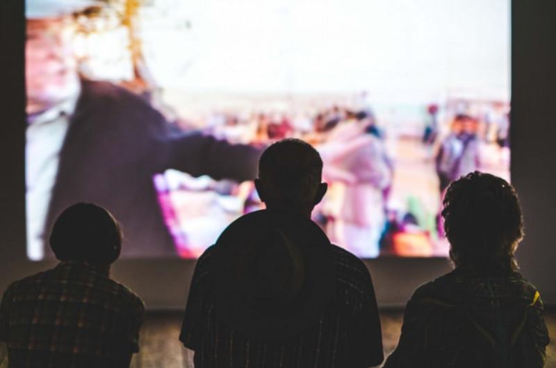 Ilustrasi Menonton Film. (Foto: Unsplash/Aneta Pawlik)