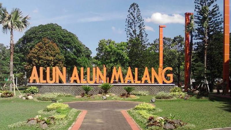 Ilustrasi Suasana Alun-Alun Kota Malang. (Foto: Dolandolen.com )