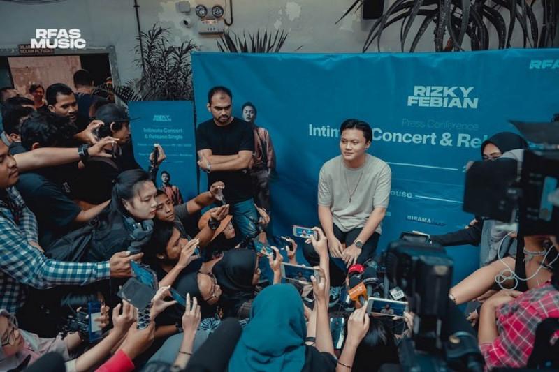Press Conference Single Rizky Febian. (Foto: Instagram/rizkyfbian)