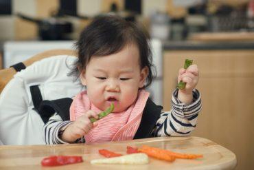 เริ่มให้อาหารแข็งกับลูก