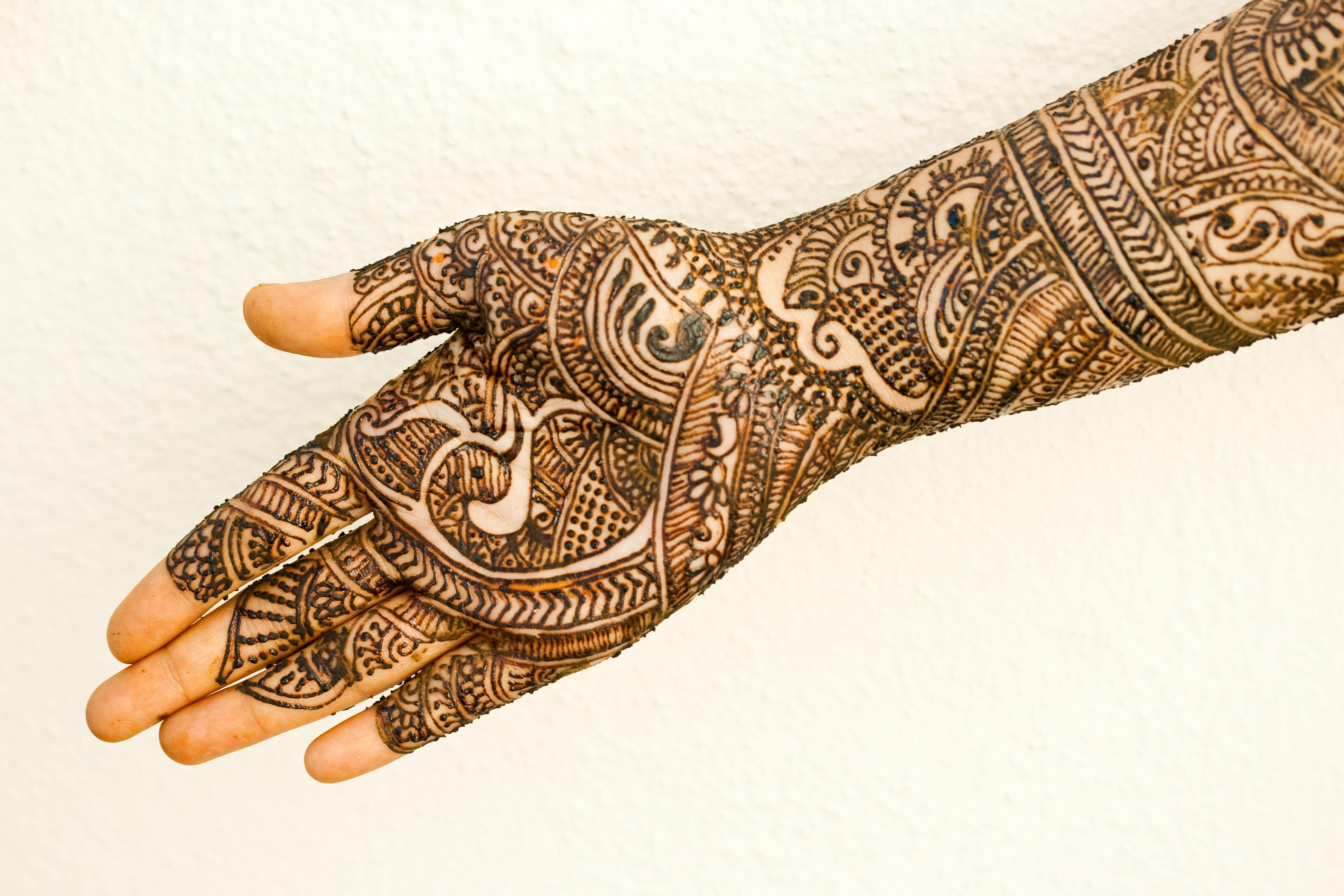 modern simple mehndi designs for bride