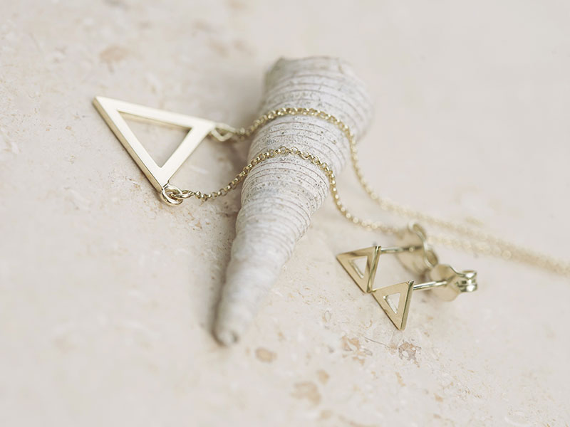 1.Hollow Triangle Pendant Necklace
