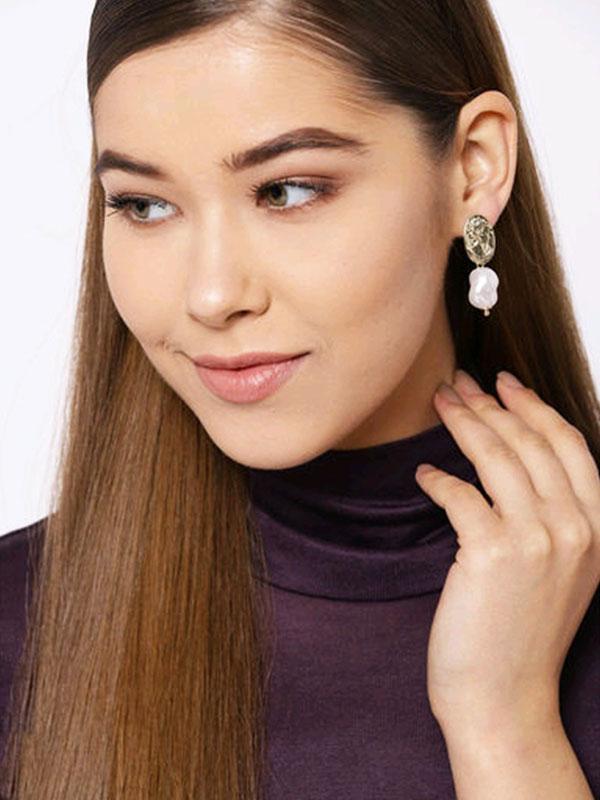 Minimalist Pearl Earrings