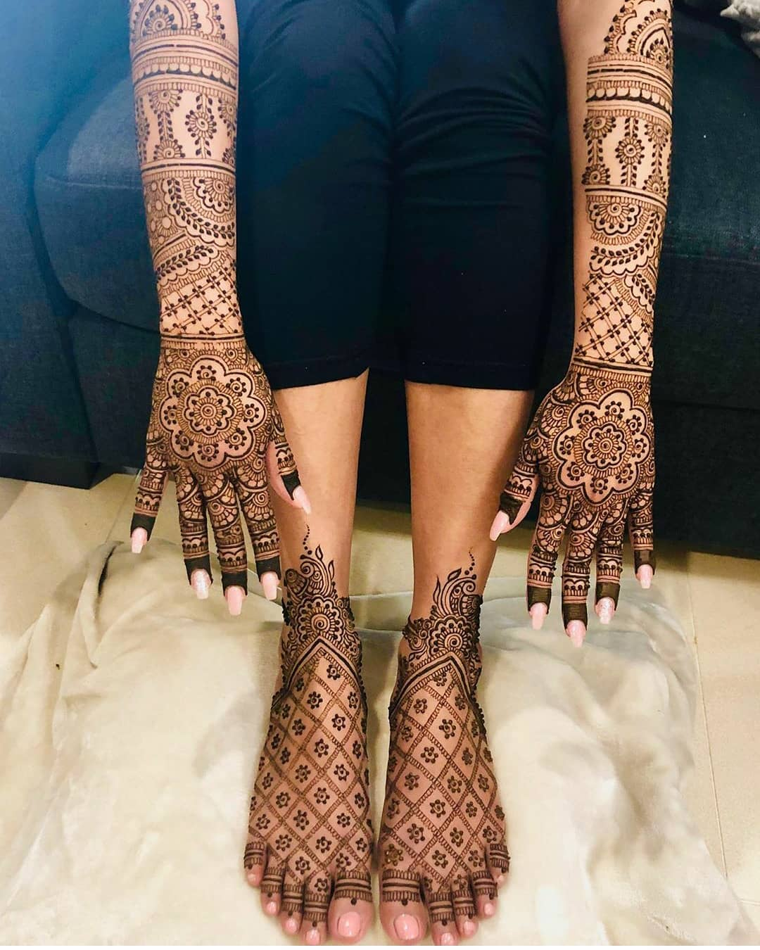 Bridal Back hand Mehndi design
