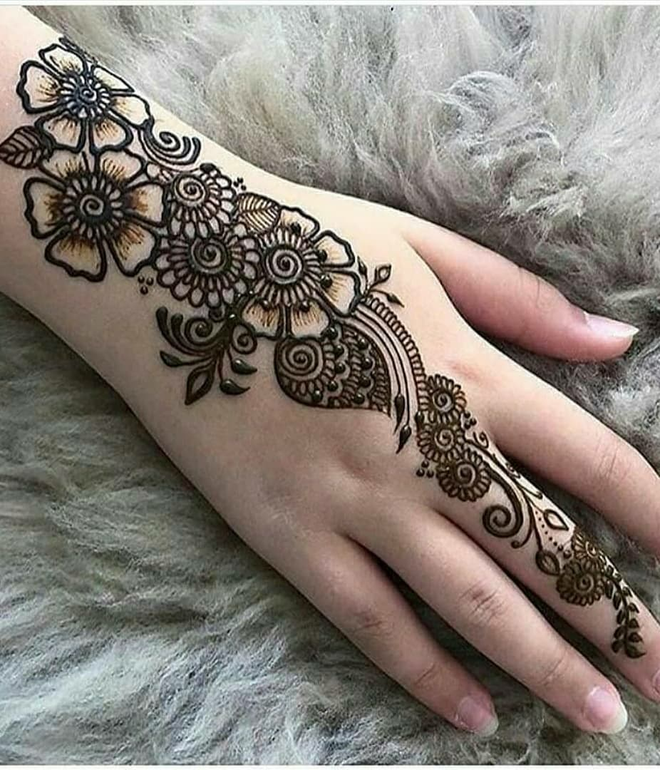 mehandi design simple and easy for back hand