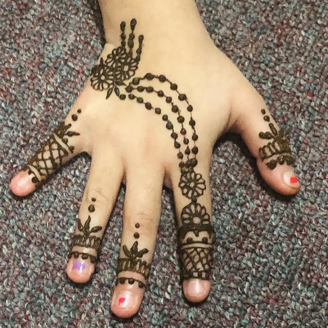 kids back hand mehndi design