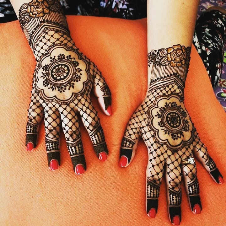 Criss Cross Mehndi Design