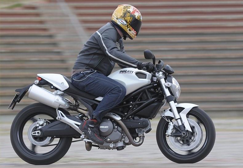 Nét thiết kế mạnh mẽ đầy uy lực của Ducati Monster 696