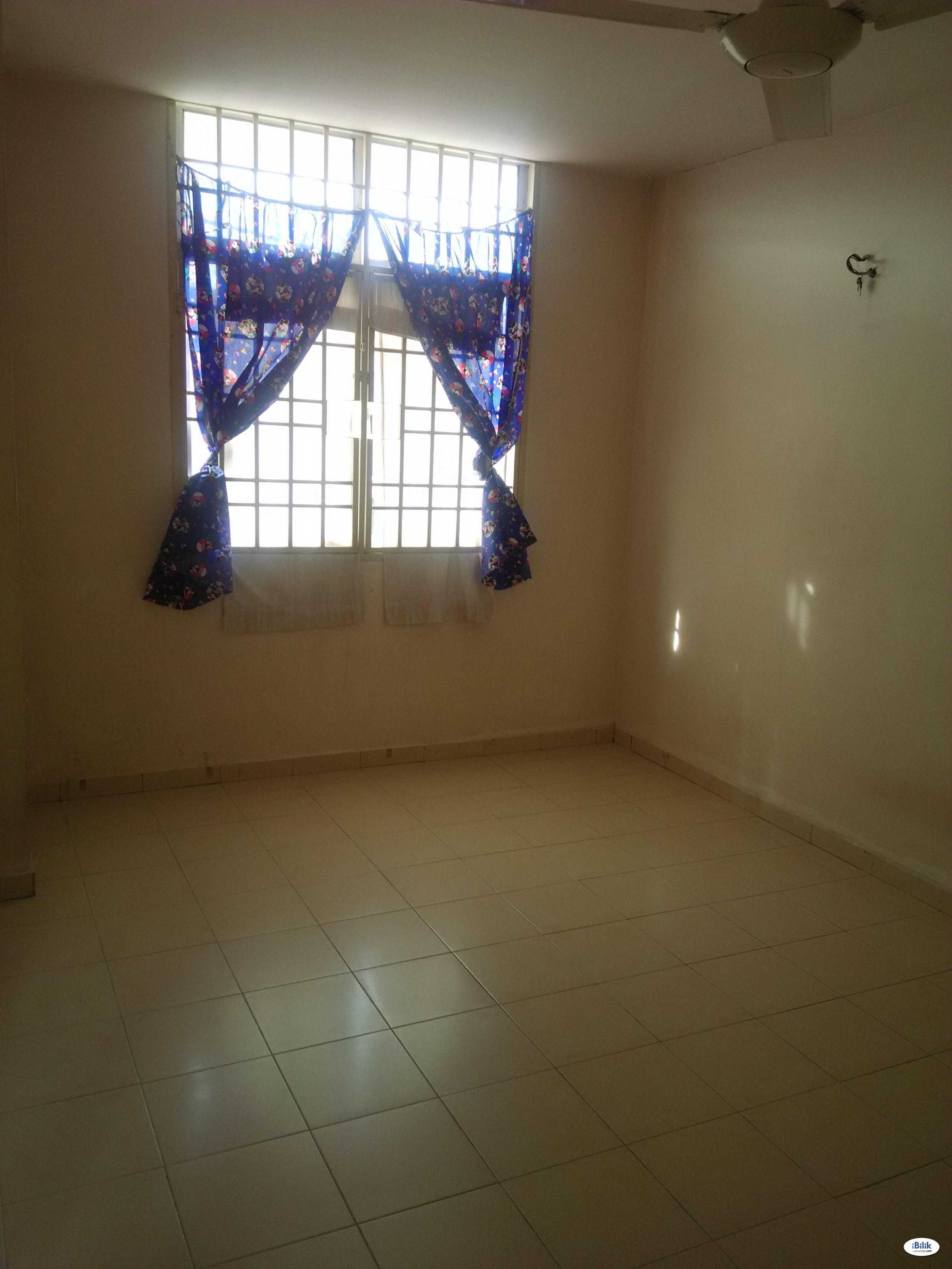 Master Bedroom with Private Bathroom to Rent(Free Flood Area) at Bukit Mertajam, Seberang Perai