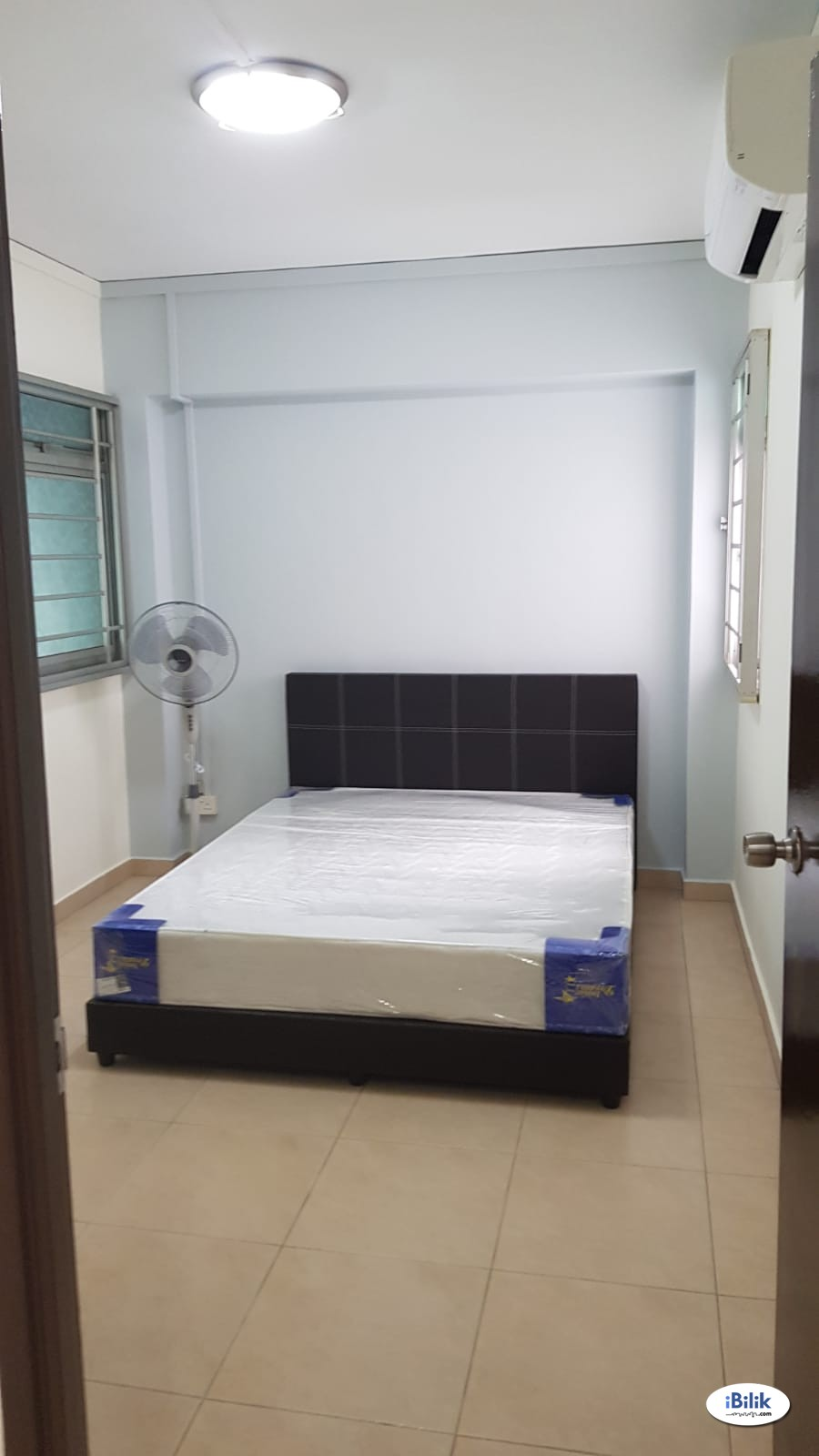 Two common rooms at 666 woodlands ring road for rent! Aircon wifi!