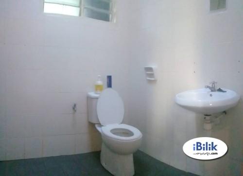 Middle Room at SS7, Kelana Jaya Aircon, Free Wifi