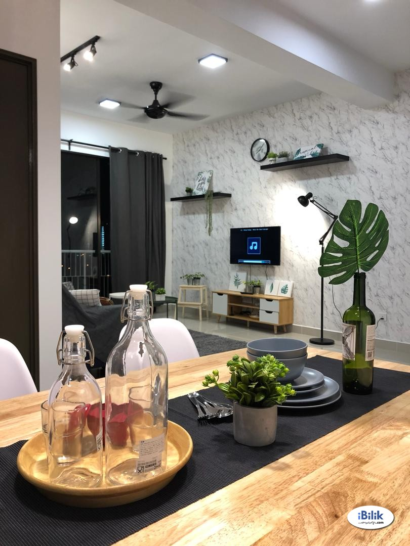 Beautiful Room: Utilities,Wifi,200m to lrt (Grab NOW)
