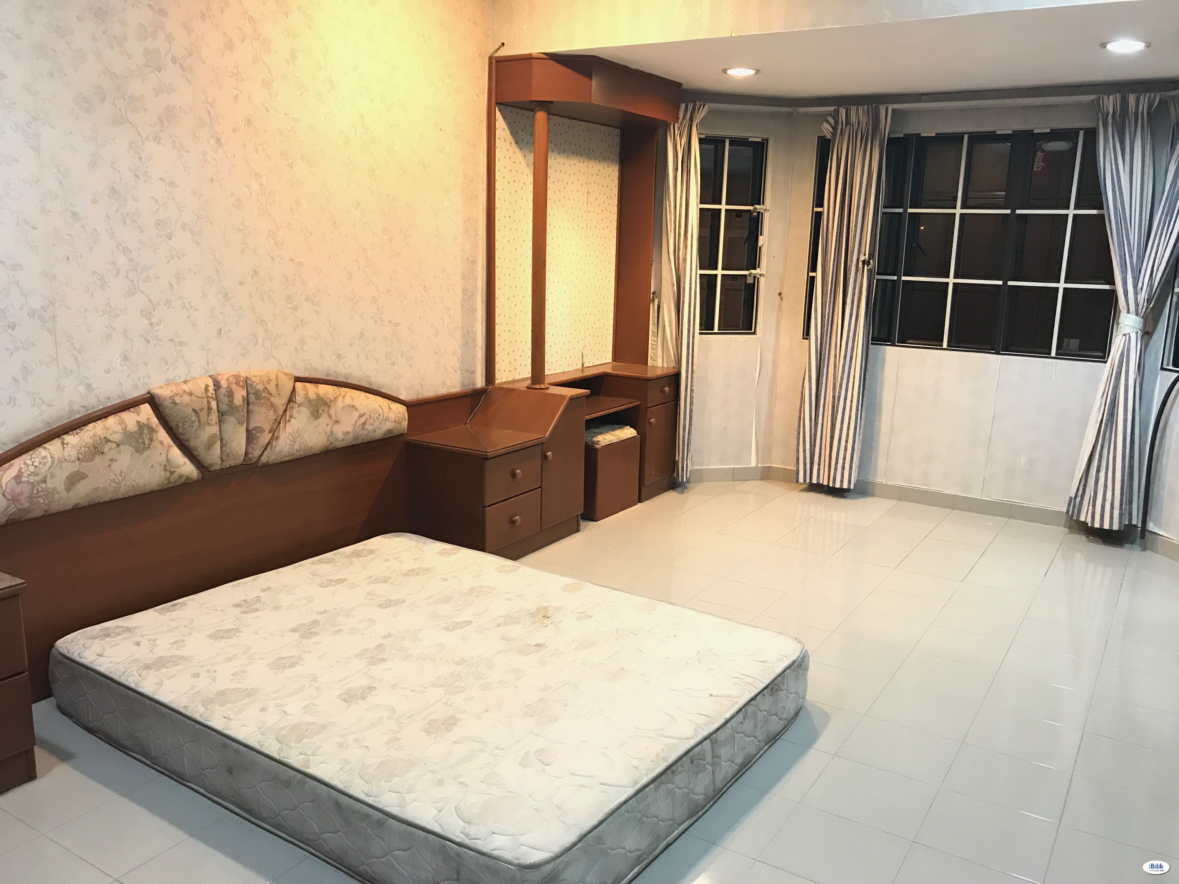 Master Room at SS2, PJ Attached Bathroom Free Utilities & Internet