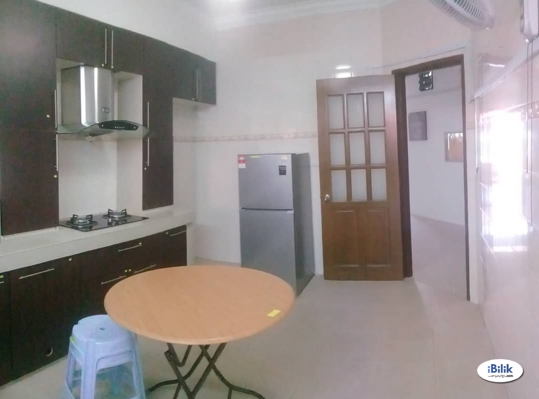 Available Middle Room Full Furnished at 16 Sierra, Puchong Available To Let, With Wifi