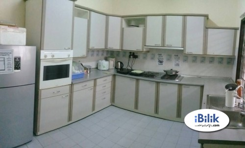 Middle Room at Wawasan, Bandar Puchong ,Aircon , Free Wifi