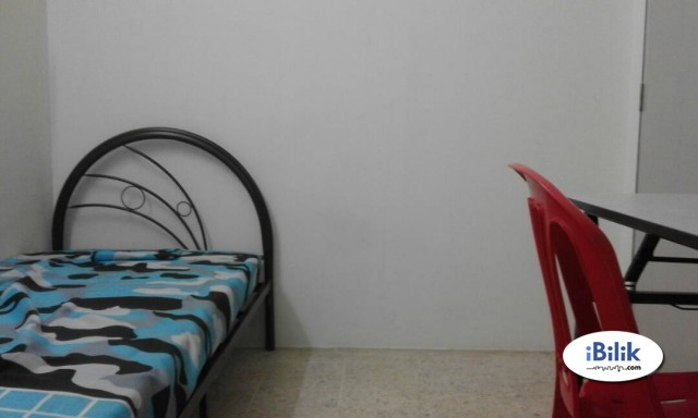 Room at Taman Connaught, Cheras Near Ucsi University , Sentral Mall & WIFI