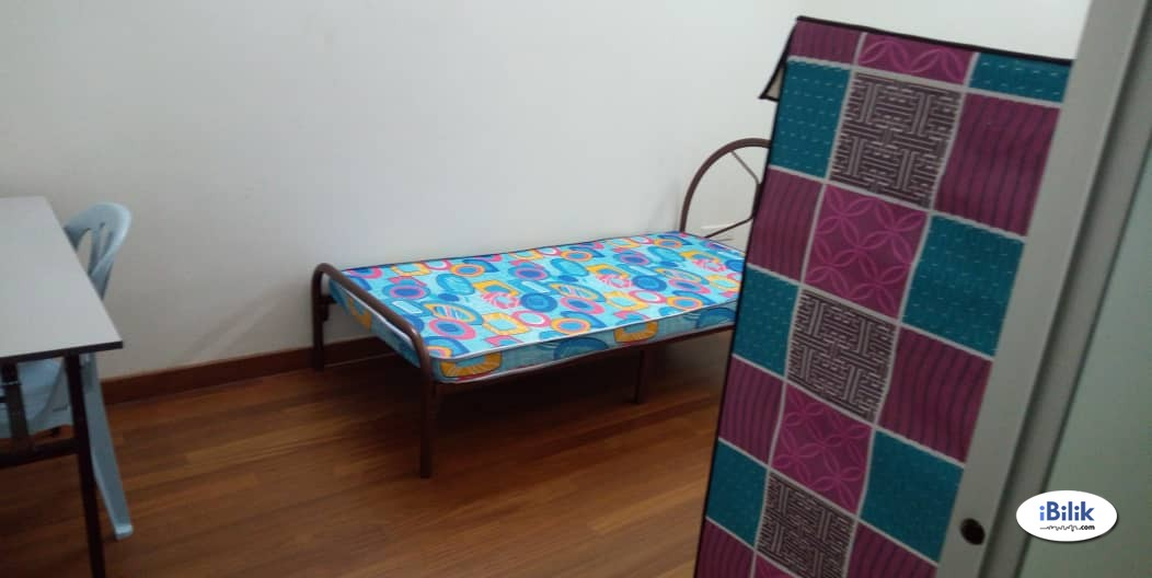 Middle Room at Cheras Orkid Desa ,Nearby Cheras Sentral Mall , MRT & High Speedy WI-FI