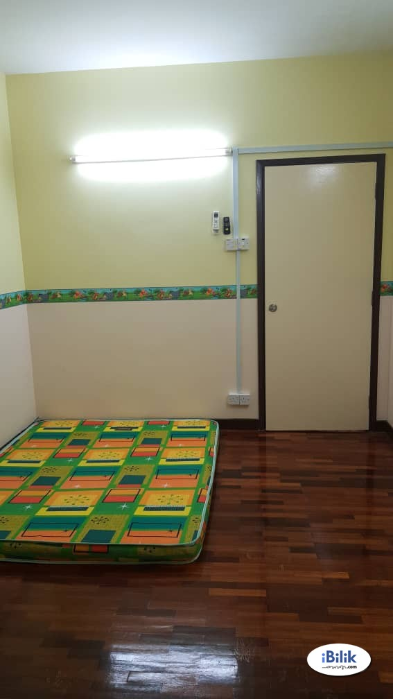 Private Room Rent Bandar Utama with free Internet & Aircon