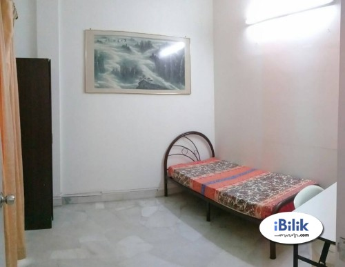 Middle Room at Puchong & Stretagy Location & Fully Facilities