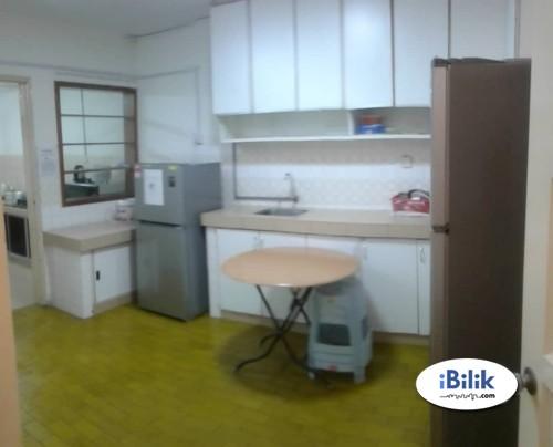Middle Room at Bandar Utama, with  Wifi & Aircond , Stretagy Location & Full Facilitise