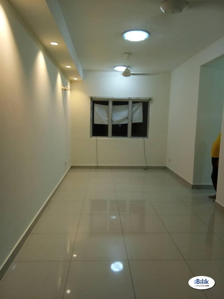Middle Room at Putra Suria Residence, Bandar Sri Permaisuri