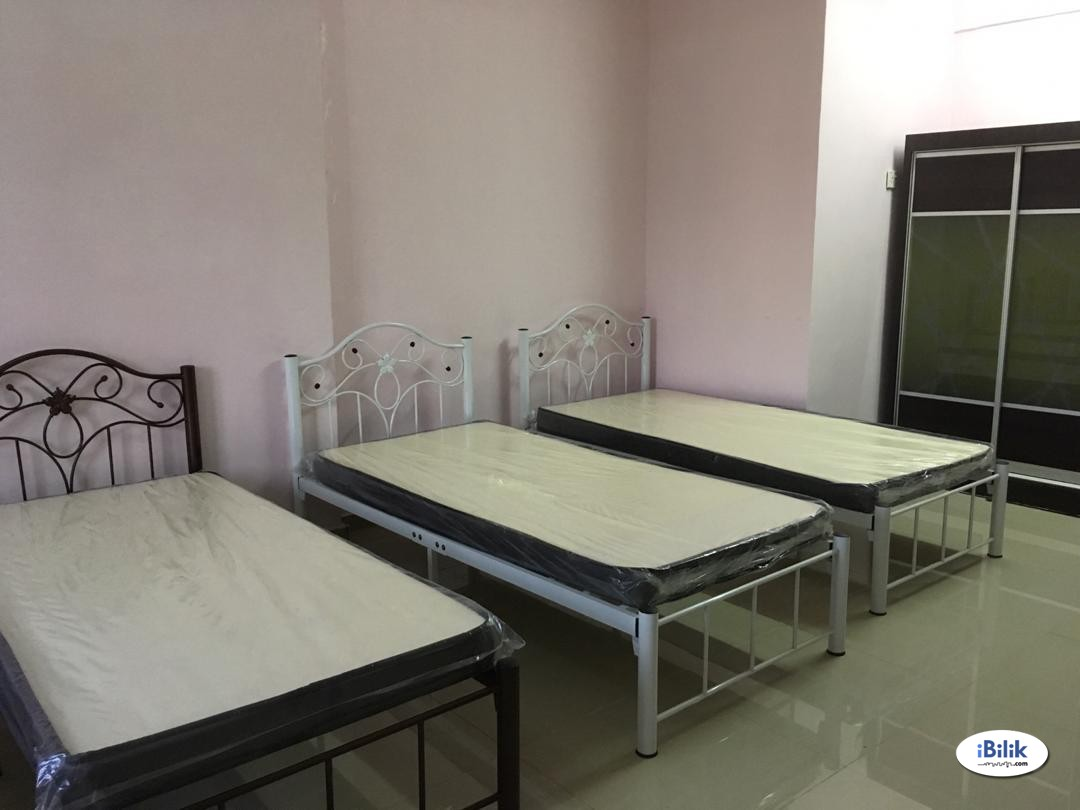 Middle Room at Taman Ayer Keroh Heights, Ayer Keroh