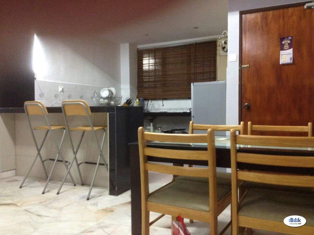 Middle Room at Taman Sungai Besi Indah, Seri Kembangan