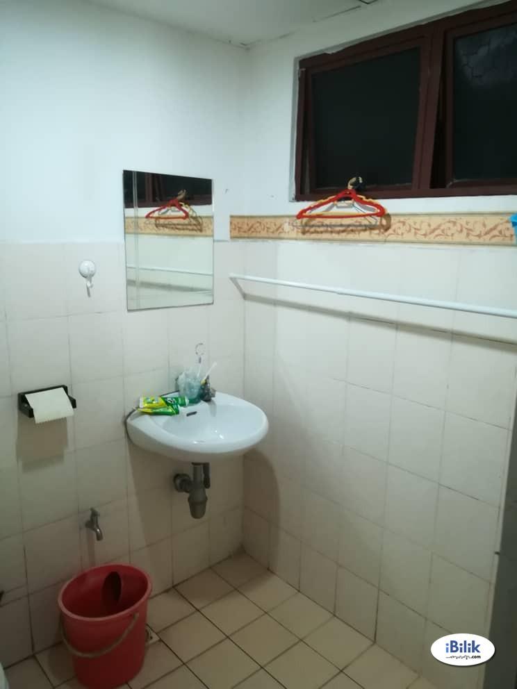 Furnished Medium Room at Palm Spring, Kota Damansara (walkable to Surian MRT)