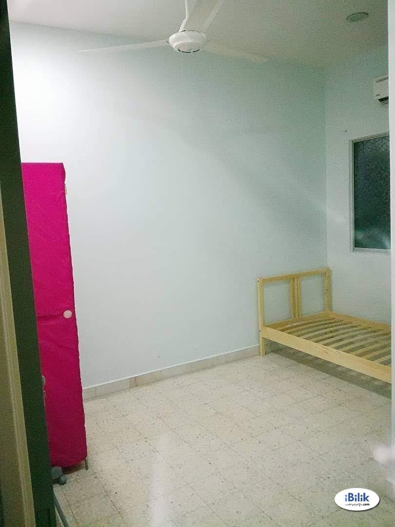 Middle Room at Taman Kinrara, Bandar Kinrara,Old Klang Road,BukitJalil,Puchong,Mid Valley
