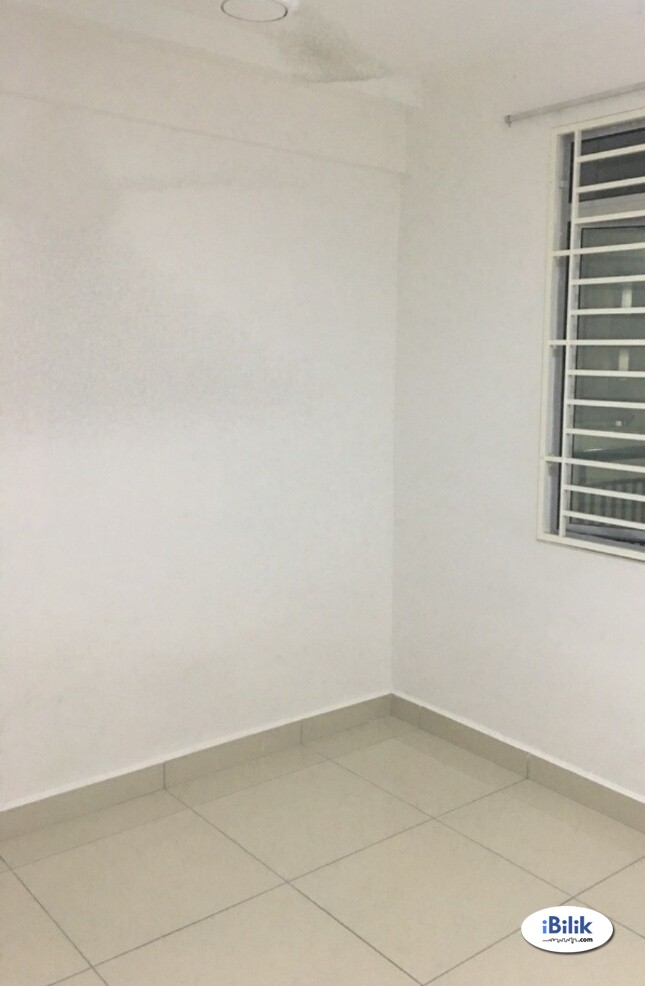 Middle Room at Bandar Sri Permaisuri, Cheras