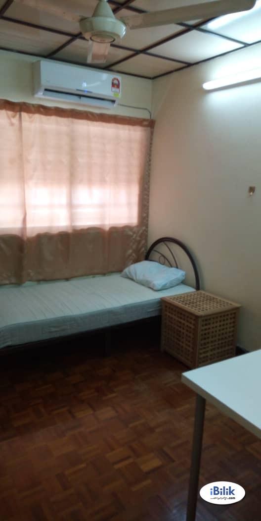 Room At Bandar Utama, Petaling Jaya with Free High Speed WI-FI