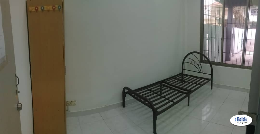 Available Middle Room at SS2, Petaling Jaya & Free High Speed WI-FI