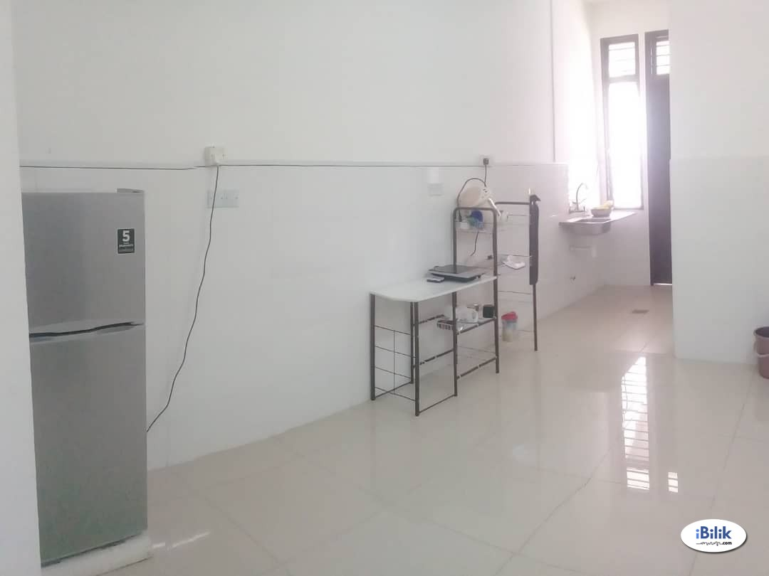 Available Middle Room For Rent at Bukit Jalil, Kuala Lumpur & FullY Facilities & Clean
