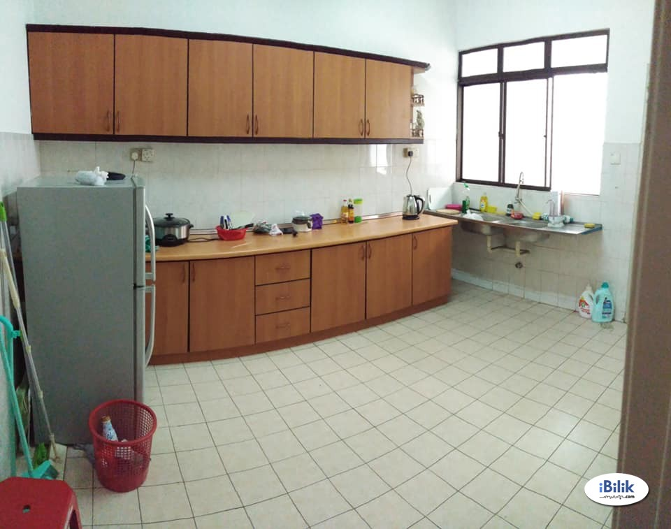 (ONE MONTH DEPOSIT) Medium Room at BU11, Bandar Utama Included Utitlties