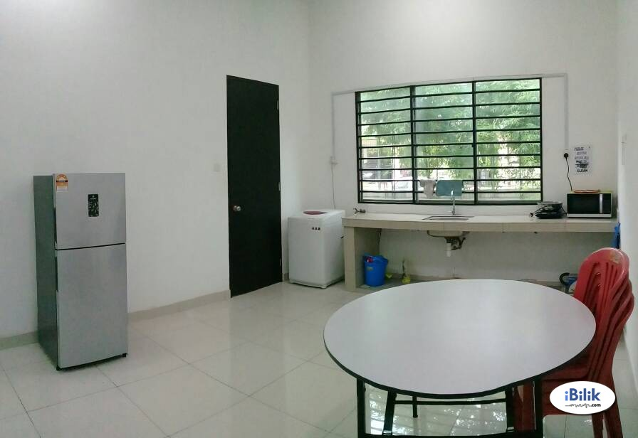 Available Middle Room For Rent BU7 Short Distance to Centrepoint/FCUC/LTR
