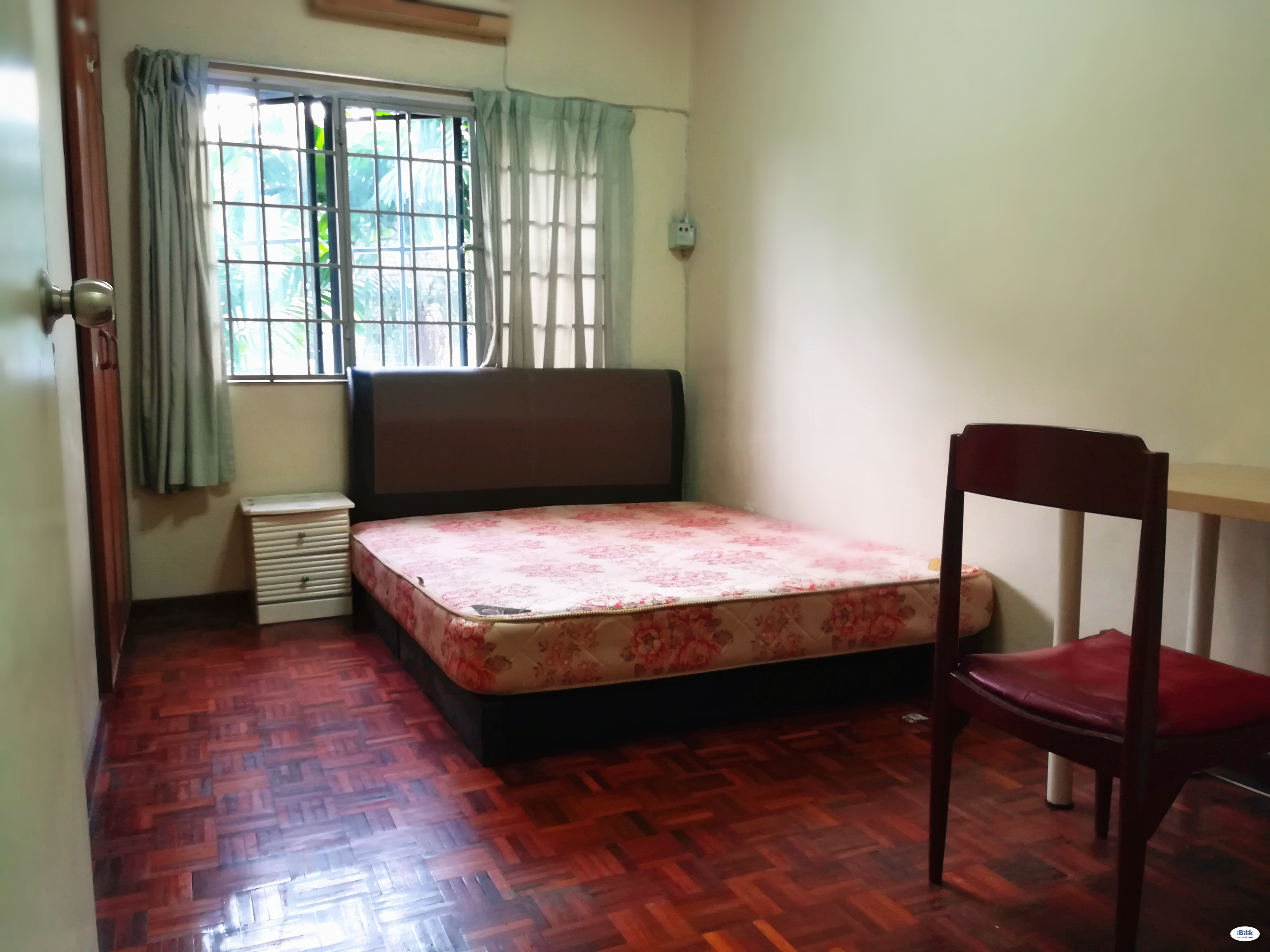 MOVE IN NOW!!Middle Room at Tiara damansara, Section 17, Petaling Jaya