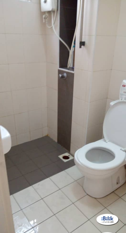 Available Middle Room FOR Rent at Bandar Puchong Jaya To Let Walking Distance LRT with Wifi