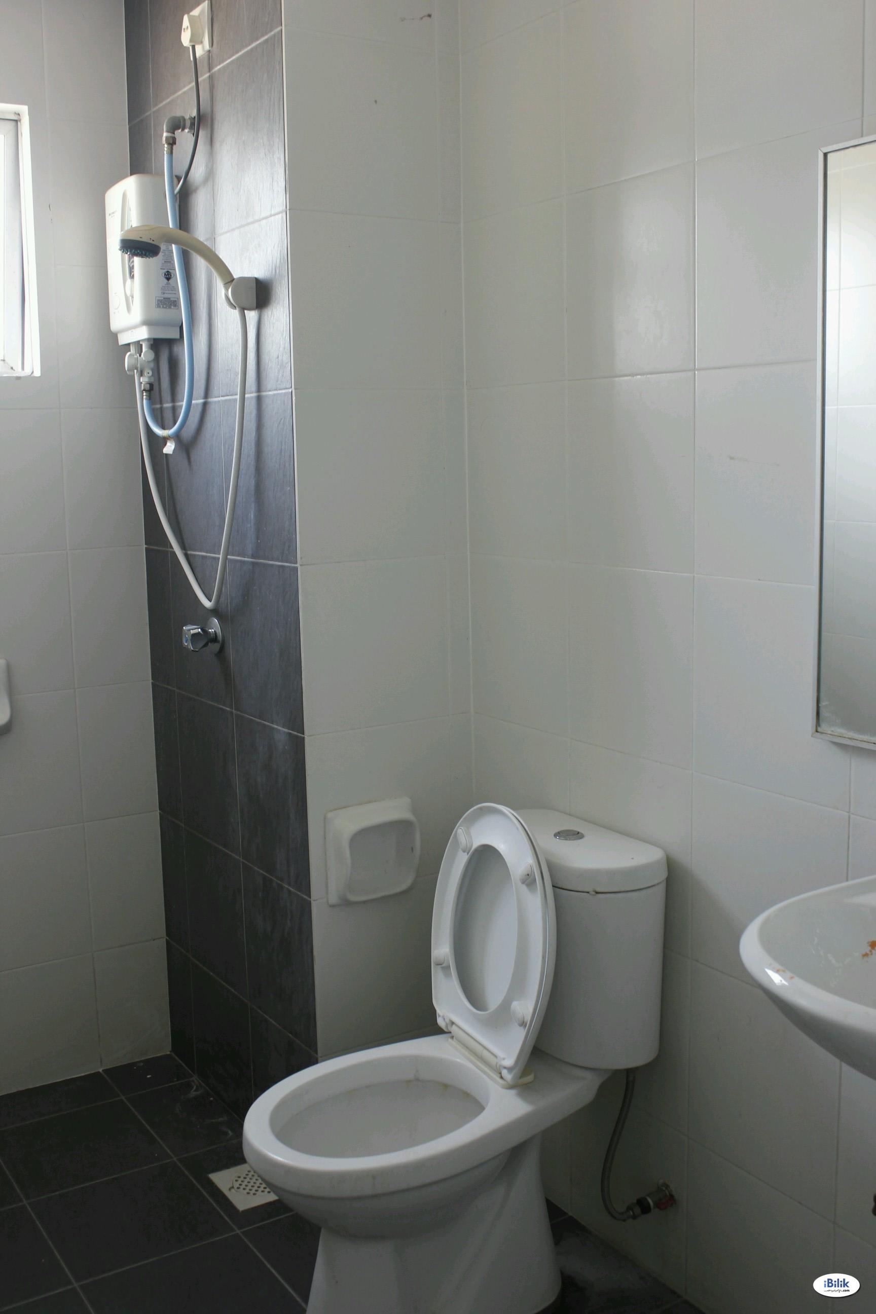 Single Room at Casa Residenza, Kota Damansara Near MRT Station, Segi University