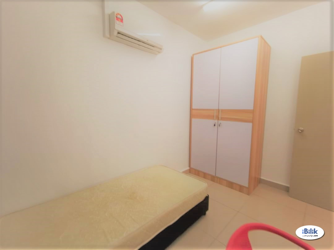 Find Room For Rent/Homestay For Rent Middle Room at Pacific
