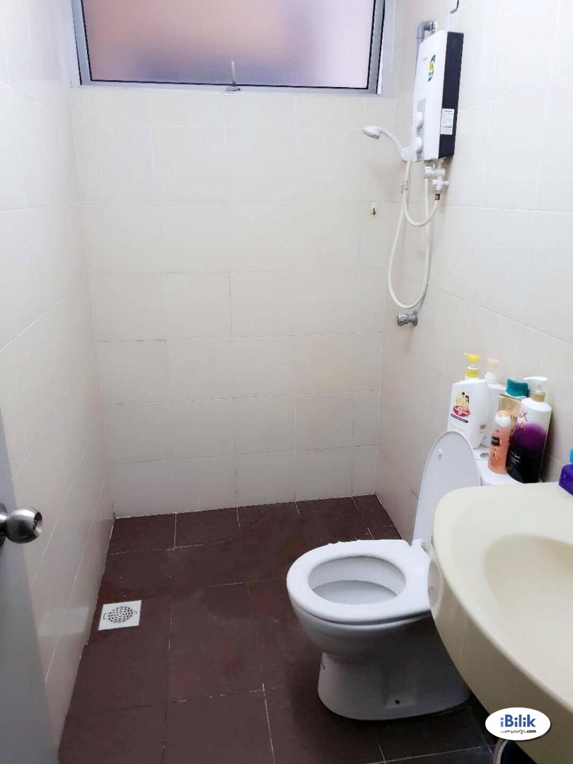 Middle Room (Include utilities!!!) at Platinum Lake PV20, Setapak