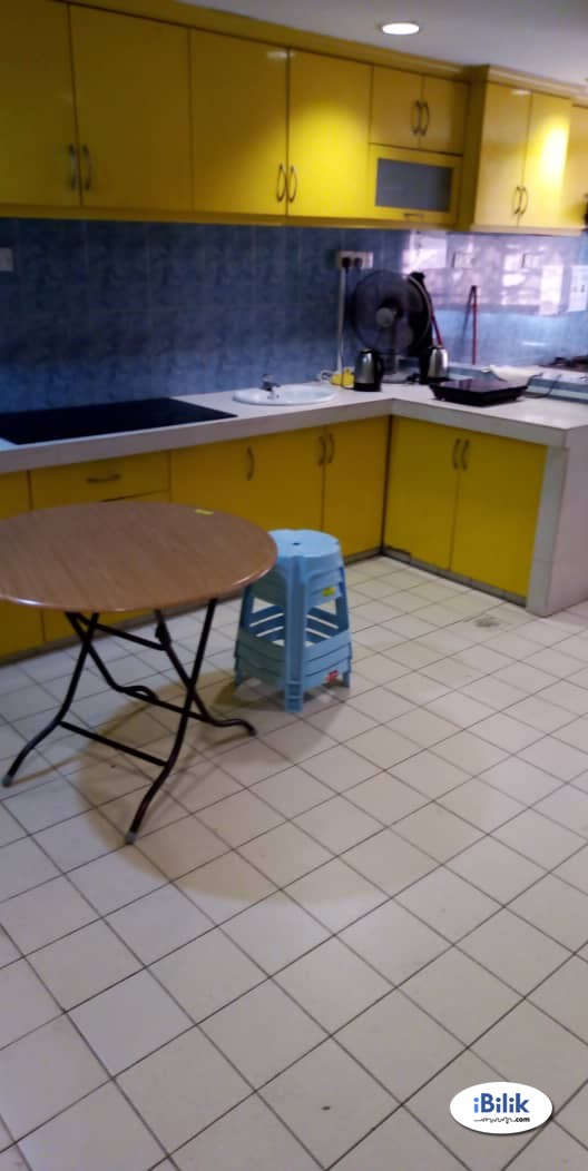 SS14 , Subang Jaya Middle Room Complete Facilities Include Wi-fi