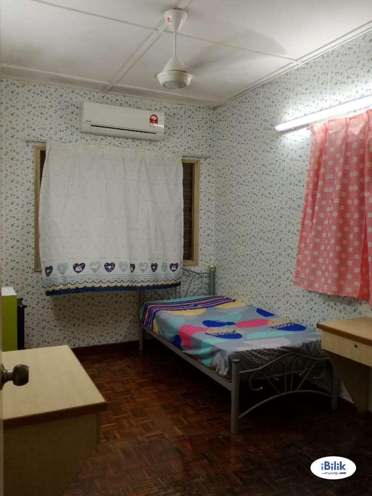 Middle Room At BU12, Bandar Utama With 100Mbps Wifi & Weekly Cleaning.
