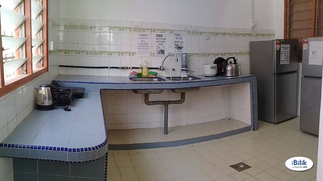 Middle Room At Bandar Bukit Puchong With Weekly Cleaning
