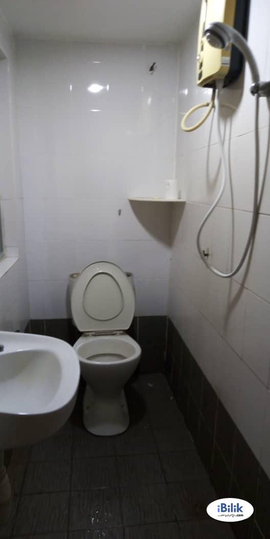 Middle Room At Bandar Puchong Jaya , Jln Kenari With 100Mbps & Weekly Cleaning