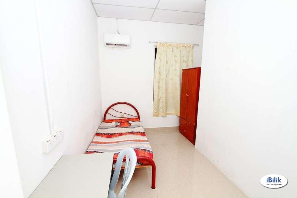 Middle Room at Bandar Kinrara, Puchong with WI-FI