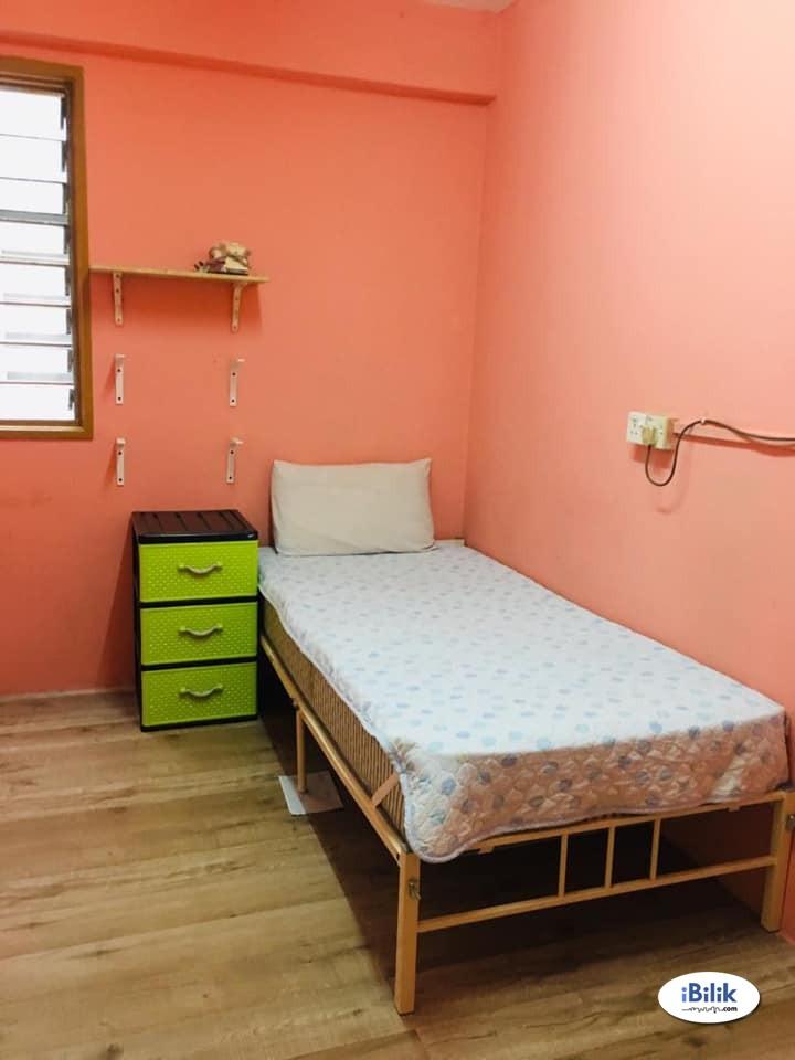 Middle Room At BU2, Bandar Utama With Wi-fi