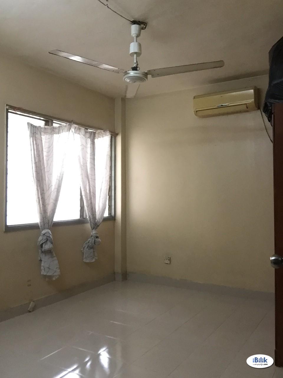 Master Room at Pandan Jaya, Pandan