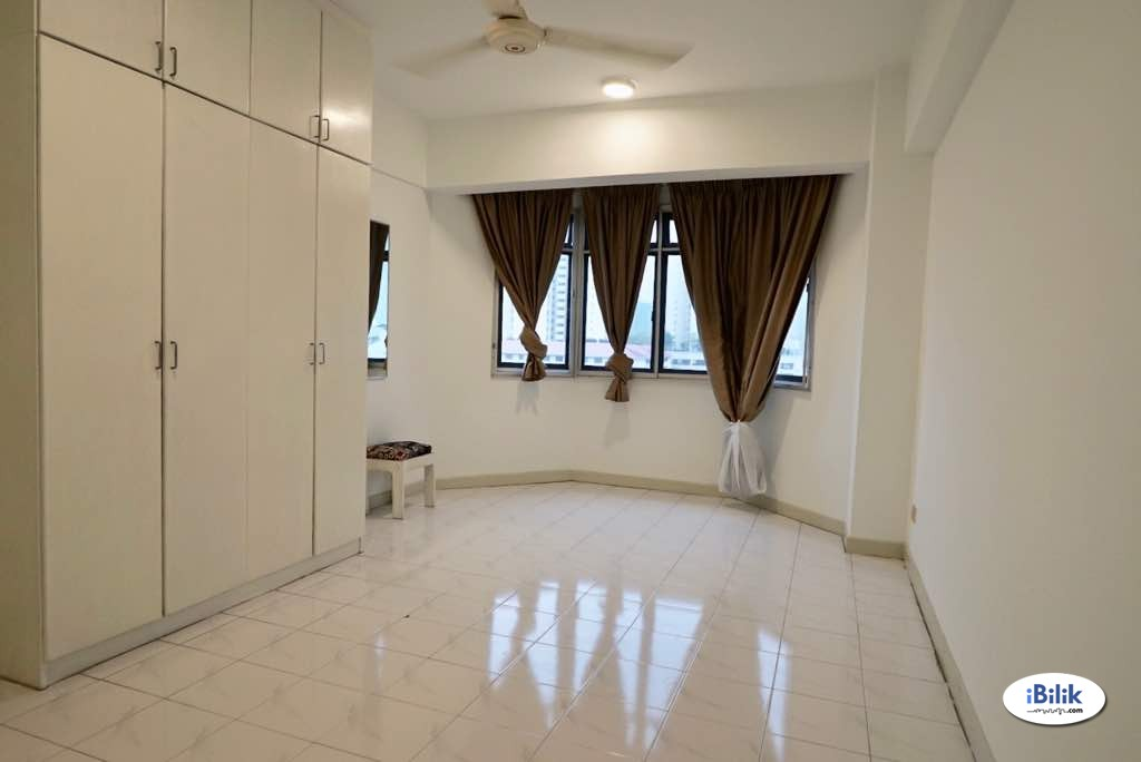 Middle Room at One Ampang Avenue, Ampang